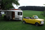 """Der 49 Jahre """"junge"""" Wohnwagen wurde gemeinsam mit den Besitzern geputzt.den"""